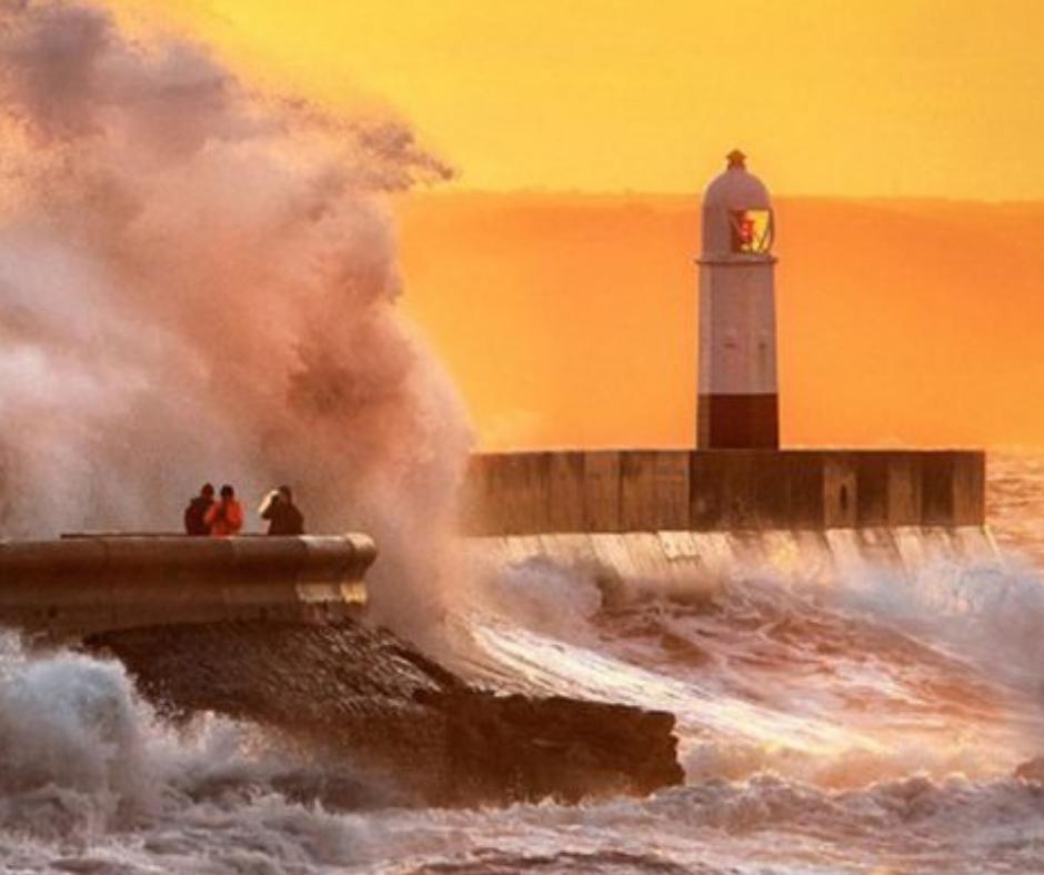 Porthcawl Lighthouse & Waves