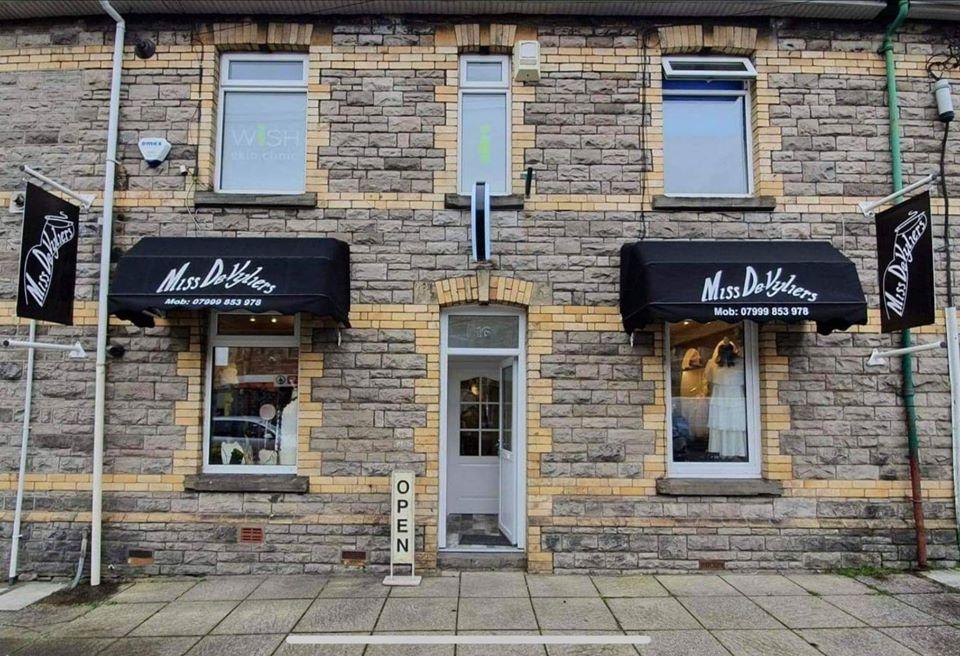 Vale Life Miss De-Vyliers Shop
